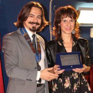 Lucia Tilde Ingrosso ritira il premio letterario il Castello Volante a Carovigno